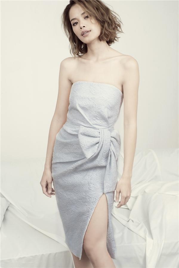 Nhà mốt cũng tiếp tục sáng tạo những nếp váy thắt nơ sang trọng.