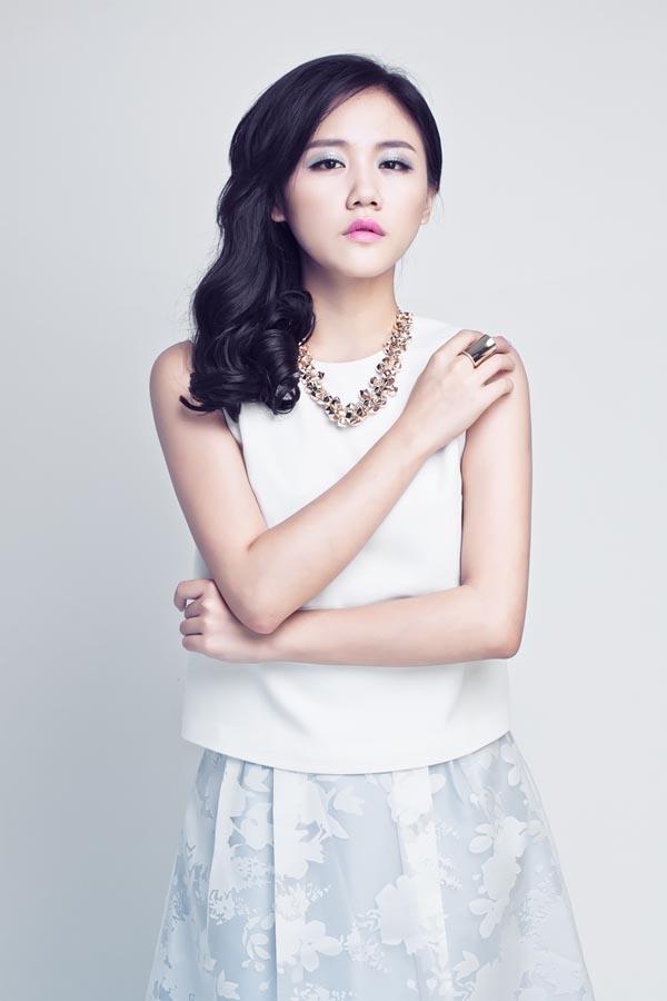 """Kể từ khi xuất sắc đạt danh hiệu Á quân Vietnam Idol 2010 đến nay, Văn Mai Hương đã hoàn toàn rũ bỏ hình ảnh """"cô bé mũm mĩm"""" ngày nào để trở thành một giọng ca quyến rũ hơn bao giờ hết."""
