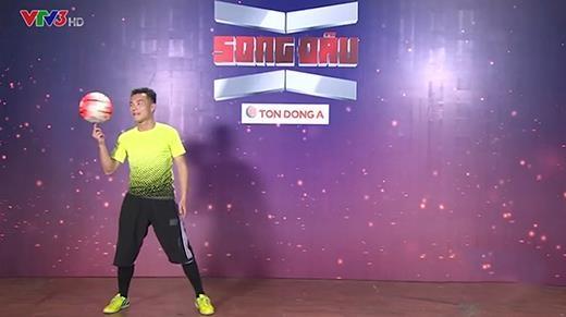 Trấn Thành, Việt Hương đứng ngồi không yên với màn thi tâng bóng