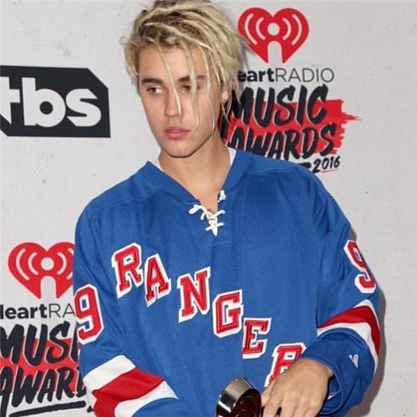 Với kiểu tóc mới này, Justinbị chỉ trích là xúc phạm văn hóa.
