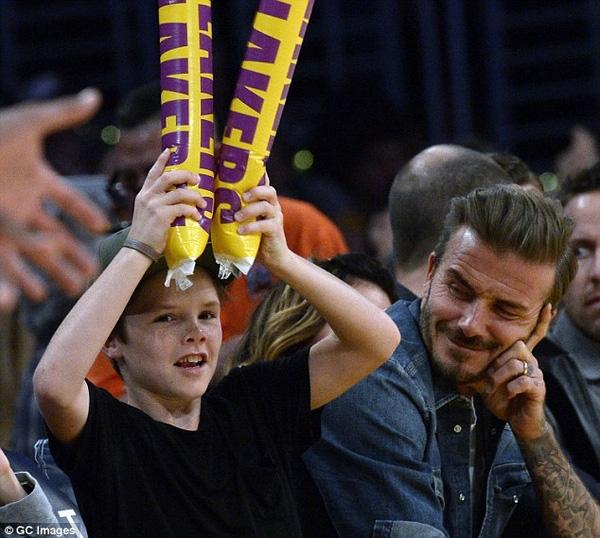 Cruz nhiệt tình cổ vũ cho LA Lakers, đội bóng rổ đại diện cho thành phố mà gia đình Beckham sinh sống.
