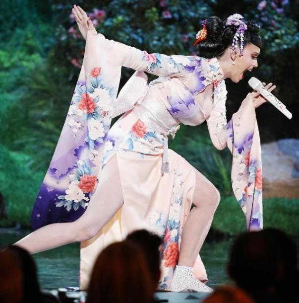 "Bộ kimono ""cải tiến""của Katy Perry. (Ảnh: Internet)"