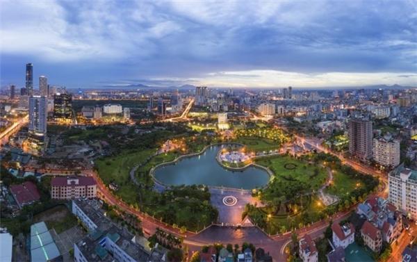 4. Hà Nội, Việt Nam: Là một trong những điểm đến được du khách quốc tế yêu thích tại Đông Nam Á, Hà Nội mang trong mình sự giao thoa hoàn hảo giữa cổ điển và hiện đại, với chiều sâu văn hóa và ẩm thực phong phú.