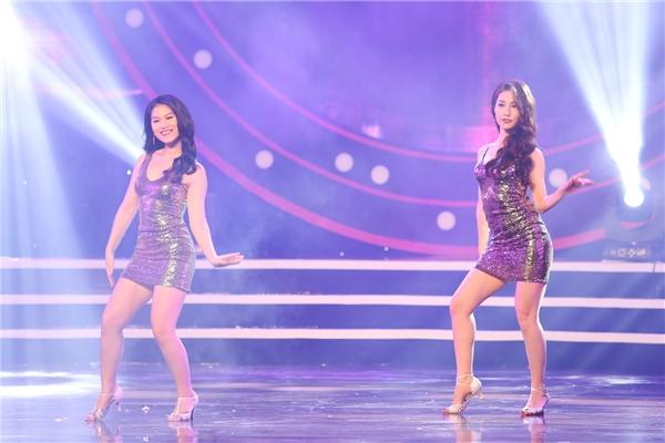 Trình diễn ca khúc I am a good girl, nhóm Power Girls của Diễm My 9x thực sự đốt cháy khán phòng bởi màn vũ đạo sexy, cùng giọng hát hòa quyện không thua gì một nhóm nhạc chuyên nghiệp.