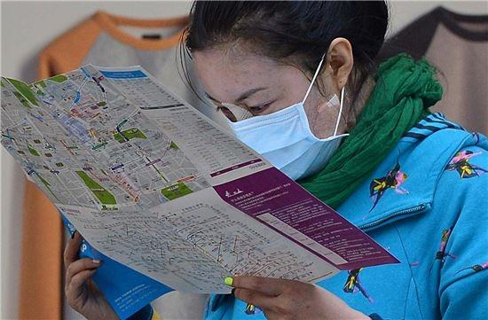 Còn với những người Hàn Quốc, sau khi phẫu thuật thẩm mỹ, họ hiếm khi ra ngoài, mà chỉ dành thời gian trong nhà tĩnh dưỡng.
