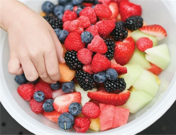 Ăn trái cây liền ngay sau bữa chính gây rối loạn tiêu hóa. (Ảnh: Internet)