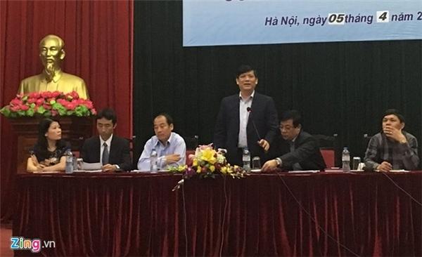 Thứ trưởng Nguyễn Thanh Long chủ trì cuộc họp thông tin về hai ca nhiễm virus Zika tại Việt Nam. Ảnh: HQ