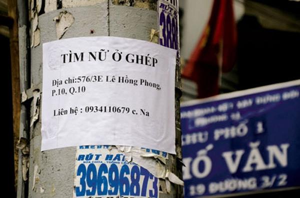 Những tấm biển tìm người ở ghép này có thể nhìn thấy ở bất kỳ con phố nào tại Hà Nội. (Ảnh: Internet)