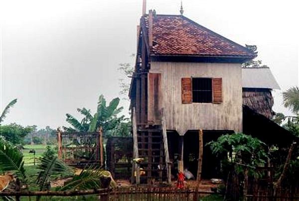 Căn nhà bị cưa đôi của hai vợ chồng Sarim.