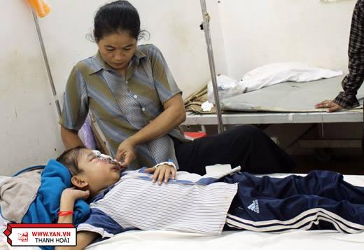 Mong rằng, sự vững vàng hôm nay của mẹsẽ giúp Ly Trương có thêm niềm tin vượt qua bệnh tật.