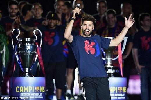Trung vệ người Tây Ban Nha luôn tìm cơ hội để châm chọc kình địch Real Madrid. (Ảnh: Goal)