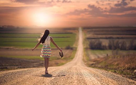 Nếu bạn muốn ở một mình thay vì bên cạnh người ấy, bạn nên xem lại mối quan hệ của mình. (Ảnh: Internet)