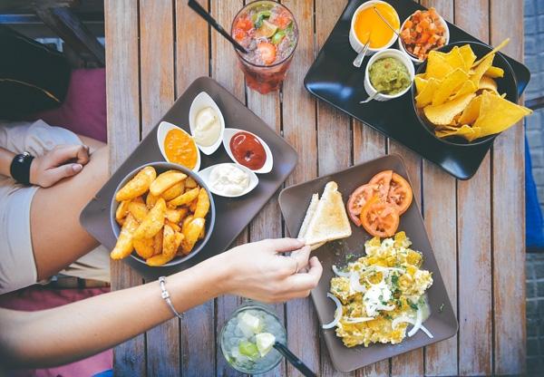 Thèm ăn và ăn nhiều mà không có lý do: cơ thể bị thiếu silic (bổ sung: các loại đậu đỗ, tránh ăn tinh bột), tryptophan (bổ sung: phô mai, gan, nho khô, khoai lang, bau bina), tyrosine (bổ sung: vitamin C, trái cây và rau củ có màu đỏ, cam và xanh).