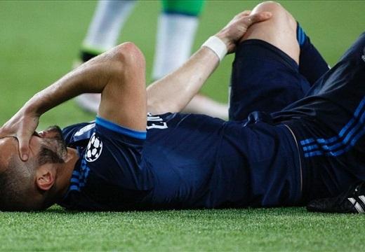 Đêm qua, Benzema phải rời sân ngày từ rất sớm. (Ảnh: Goal.com)