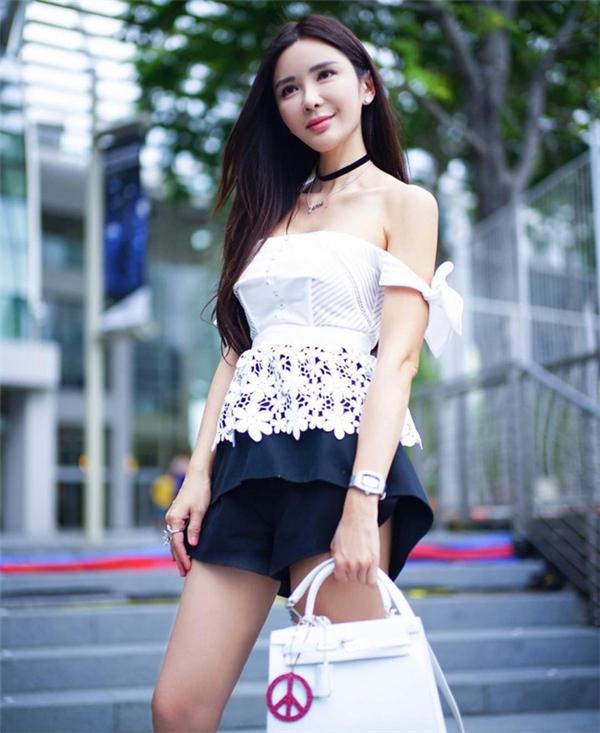 Chua cũng tham gia kinh doanh mỹ phẩm và cho ra dòng mỹ phẩm của riêng mình có tên Luminous vào năm 2015.