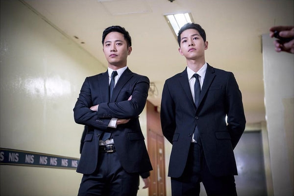 Fan hào hứng chia sẻ ảnh Song Joong Ki bình an trong bệnh viện
