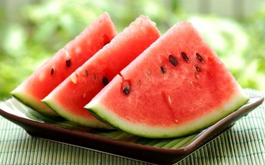 Dưa hấu chứa nhiều vitamin C, bảo vệ tốt cho cả răng và nướu.(Ảnh: Internet)