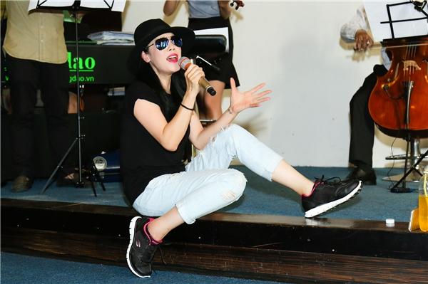 Đã góp mặt trong nhiều chương trình lớn tại Việt Nam trong suốt những năm qua, nhưng Thu Phương khẳng định sẽ mang tới cho sân khấu Đời ca sĩ nhiều tiết mục mới mẻ, bao gồm cả đơn ca và song ca.