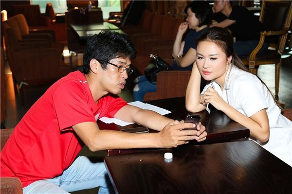 Sau nhiều năm xa quê hương, Lam Anh cho biết cô rất nóng lòng được hội ngộ khán giả Việt Nam.Nữ ca sĩ tiết lộ sẽ biểu diễn các ca khúc nổi tiếng của nhạc sĩ: Hộ Tịnh Tâm, Lam Phương, Nhật Trung… trong đêm liveshow tới.