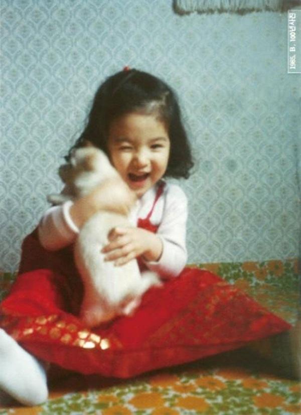 Từ bé, gương mặt của Song Hye Kyo đã có được nét dễ thương đặc biệt.