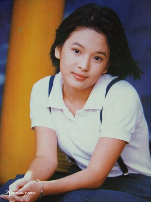 Làn da mịn màn cùng nét duyên của người phụ nữ Á Đông khiến Song Hye Kyo thu hút ánh nhìn của người đối diện.