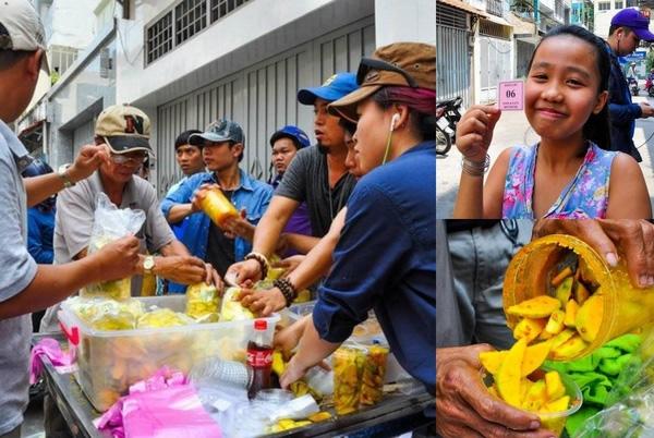 Cơn sốt của món xoài lắc đến giờ vẫn là điều khiến nhiều người Sài Gòn không hiểu vì sao lại hot?