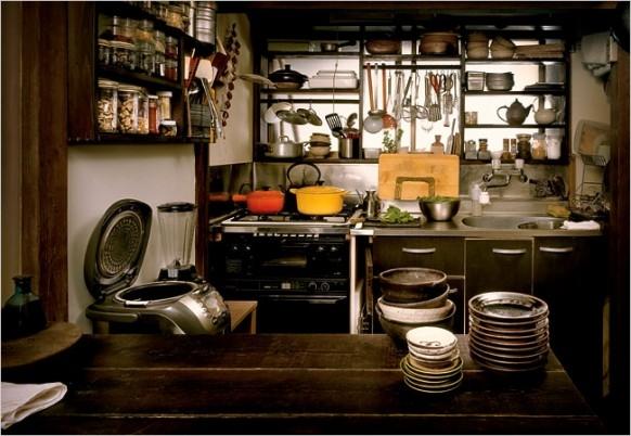 Đời phụ nữ Nhật khi đã lập gia đình bí bách trong gian bếp.