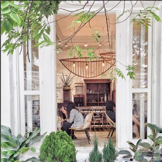 Để thu hút được giới trẻ thì các quán cà phê giờ đây cũng hết sức quan trọng việc thiết kế, trang trí sao cho bắt mắt và hợp với xu hướng.