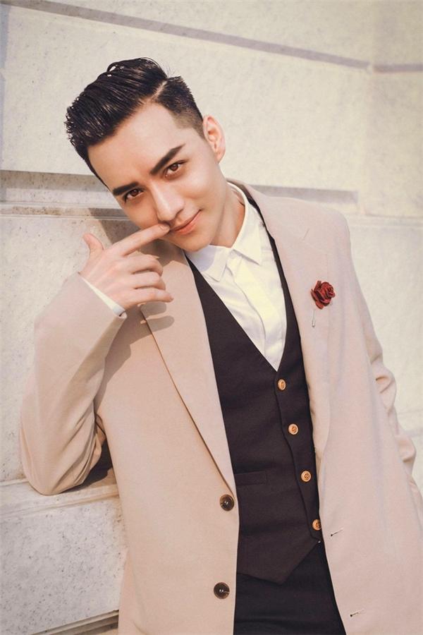 9x Việt Nam thi Mister Global đang khiến báo Thái Lan xôn xao vì... quá đẹp trai