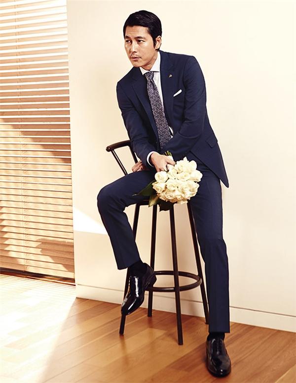 Jung Woo Sung vô cùng lịch lãm trong những thiết kế của bộ sưu tập này. (Ảnh: Internet)