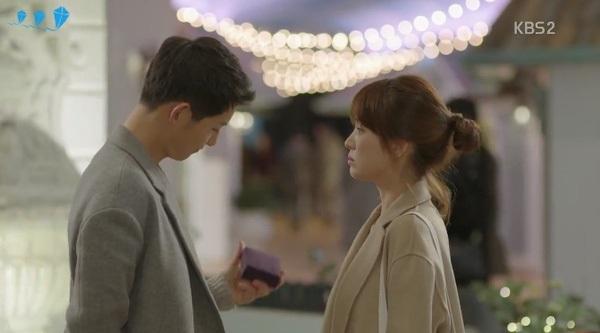 Vòng cổ Big Boss tặng Kang Mo Yeon bị độn giá nhưng vẫn bán đắt hàng