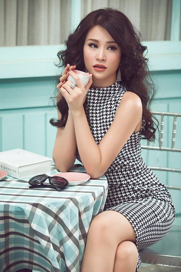 """Đông Nhi – Ông Cao Thắng xác nhận ngồi """"ghế nóng"""" Giọng hát Việt nhí"""