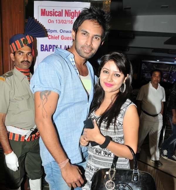 Pratyusha bên chàng bạn trai Rahul