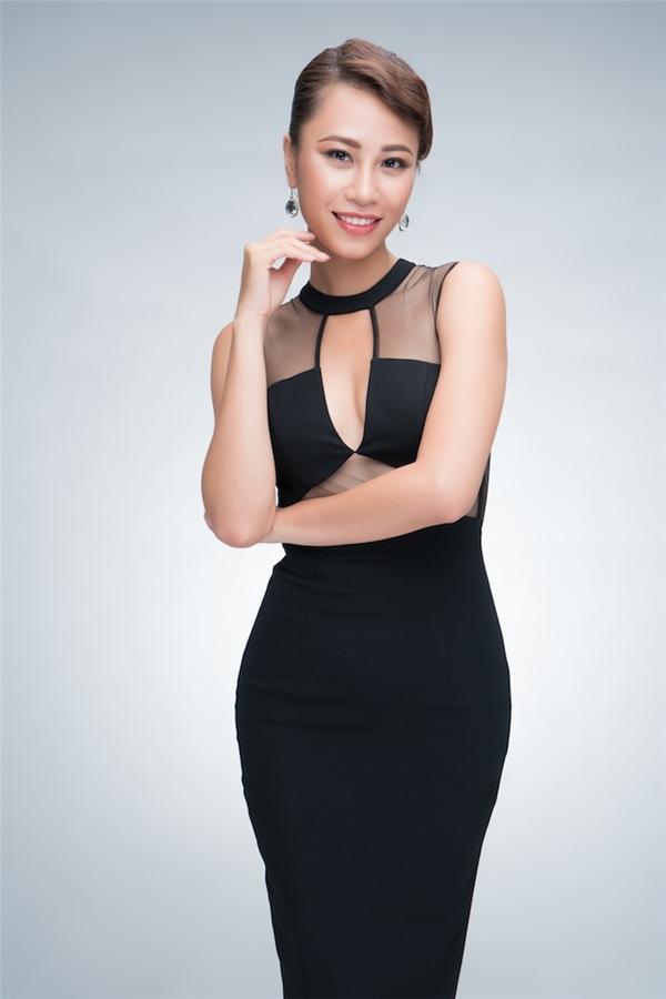 Huỳnh Yến Nhi cũng có kinh nghiệm làm mẫu, lọt vào top 20 Miss Global 2015. Cô sở hữu làn da nâu khoẻ khoắn, mạnh mẽ.