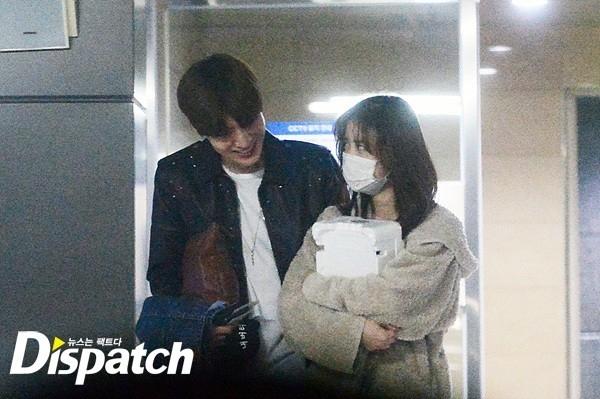 Hơn 1 năm yêu nhau, Goo Hye Sun và Ahn Jae Hyun về chung một nhà