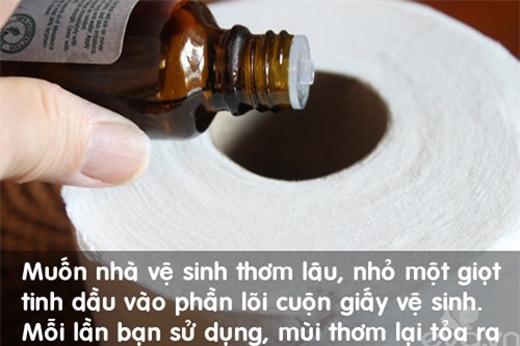Nhỏ một giọt tinh dầu vào phần lõi cuộn giấy vệ sinh để khử mùi trong toilet. (Ảnh: Internet)