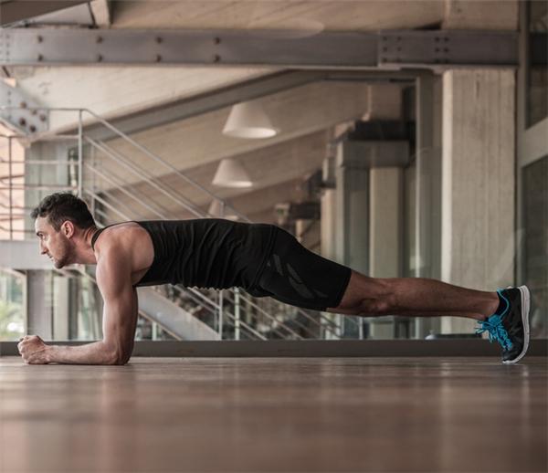 Giải mã nhầm tưởng về Plank - động tác tập cơ bụng thần thánh ai cũng tập mỗi ngày