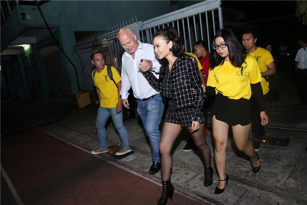 Hai ngày qua, Thu Minh khiến dư luận xôn xao khi quyết định khởi kiện công ty bất động sản vì vi phạm hợp đồng.