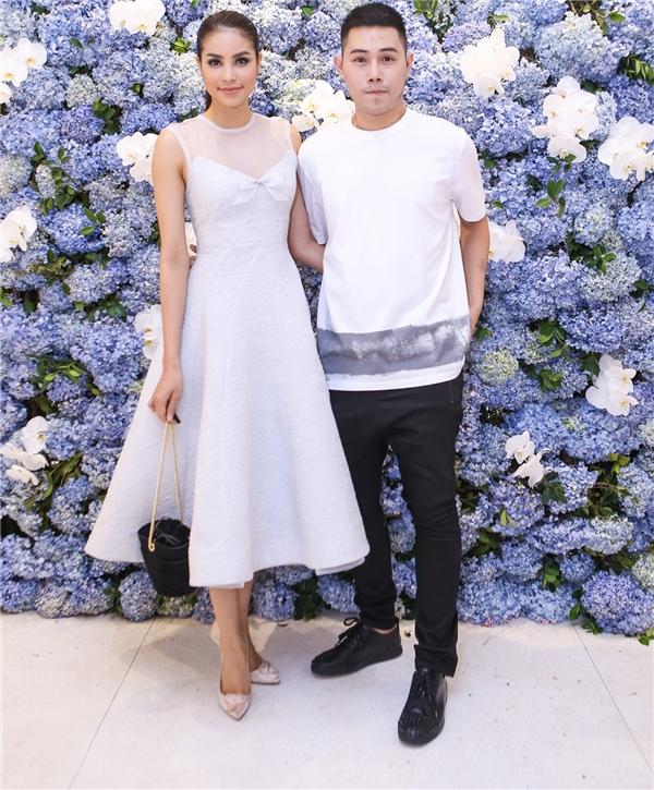 Là người bạn thân thiết của Lâm Gia Khang từ trước khi đến với cuộc thi Hoa hậu Hoàn vũ, Phạm Hương có mặt tại sự kiện rất sớm.