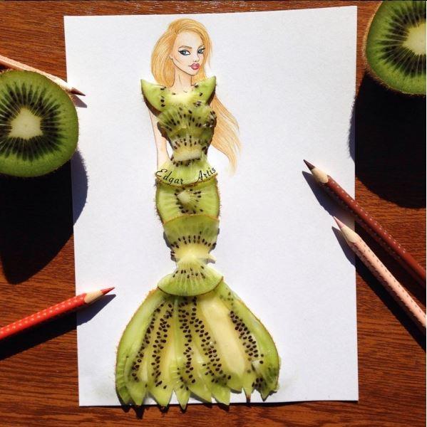 Những lát kiwi mỏng manh tạo nên chiếc váy đuôi cá xòe quyến rũ.