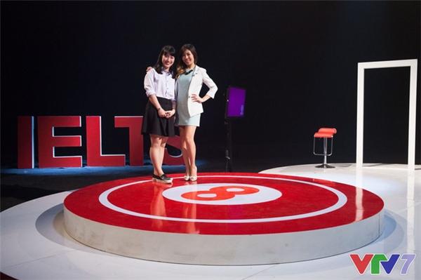 Khánh Vy tại trường quay của chương trình.