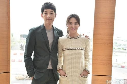 Song Joong Ki và Song Hye Kyo quảng bá phim tại Hồng Kông.