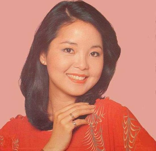 """Đặng Lệ Quân lúc sinh thời. Bà là huyền thoại nhạc Hoa với nhiều ca khúc nổi tiếng như """"Ánh trăng nói hộ lòng tôi""""…"""