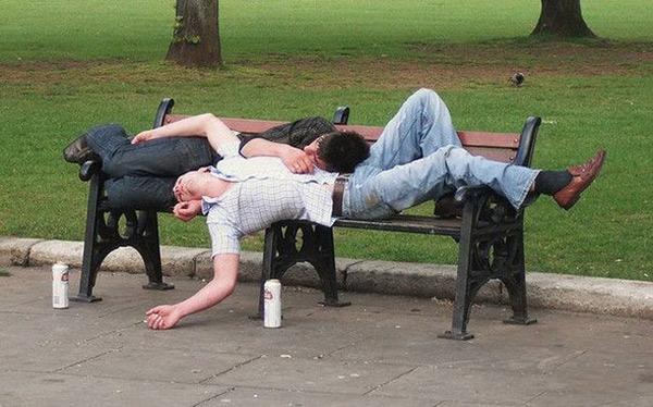 Có mỗi người một lon mà ngủ lăn quay ra rồi.