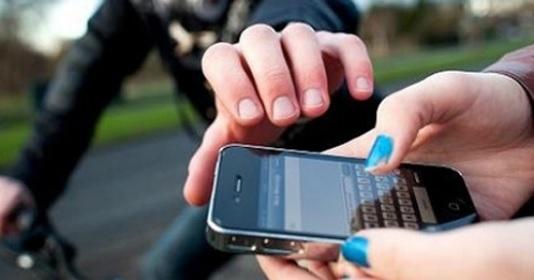Cướp giật điện thoại đang trở thành vấn nạn tại TP.HCM