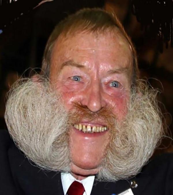 9. Bộ râu làm nên sự nổi bật.