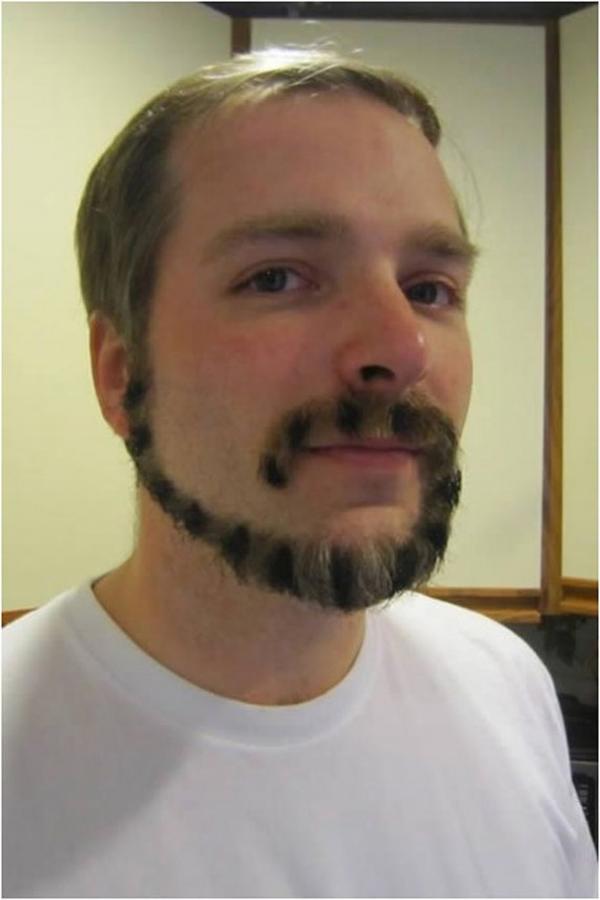 12. Chắc anh phải mất nhiều công cắt tỉa lắm mới ra bộ râu hình đuôi mèo thế này.
