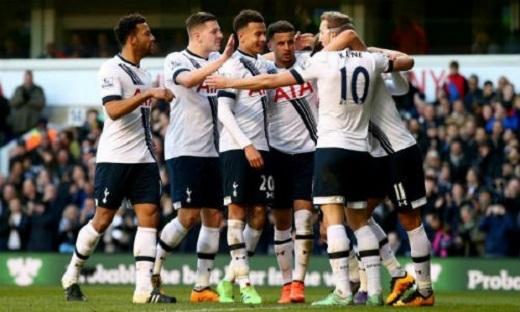 Không còn thời gian để Tottenham vấp ngã, nếu họ còn muốn vớt vát chút hivọng đuổi kịp Leicester City. (Ảnh: Internet)