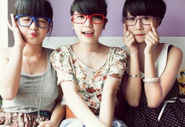 """2011 là năm Bộ 3 sát thủ Hà Thành """"debut"""". Cả Quỳnh Anh Shyn, An Japan, Mẫn Tiên đều theo phong cách nhí nhảnh, kẹo ngọt cực dễ thương."""
