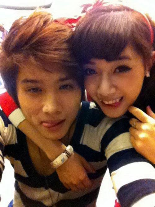 """2011, Tùng Tống và Hà Min hẹn hò, trở thành một cặp đôi """"chị-em"""" rất được yêu mến."""